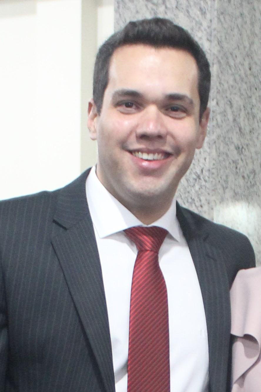 Dr. Rafael Bacelar de Souza